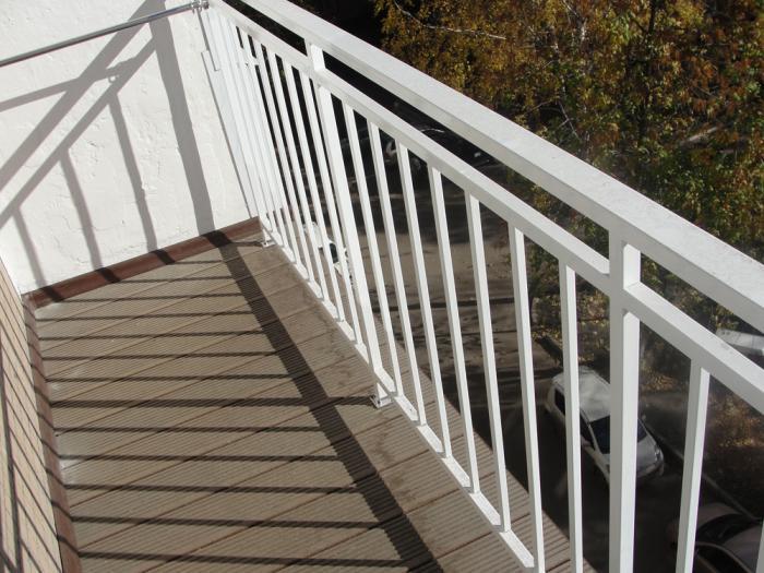 Напольное покрытие на балконе - террасная доска