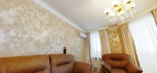 Белый матовый натяжной потолок в гостиной в классическом стиле
