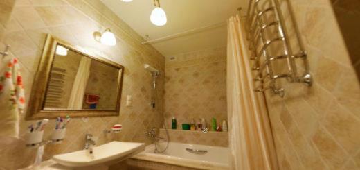 Ванная в пастельных оттенках с белым натяжным потолком