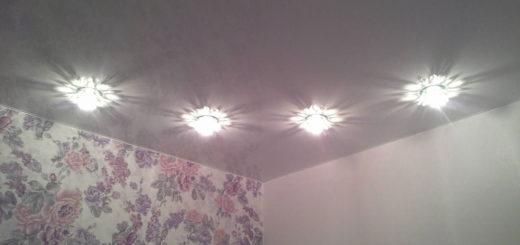 Натяжной потолок: освещение точечными светильниками