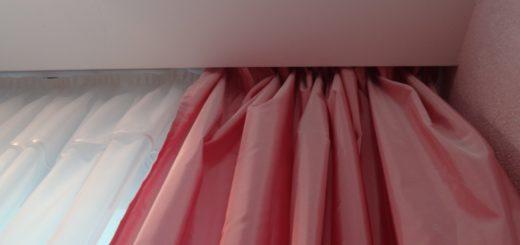 Натяжной потолок: выбор карниза для штор